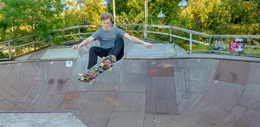 Connor Lincks skating - Photo by Eric Barlow
